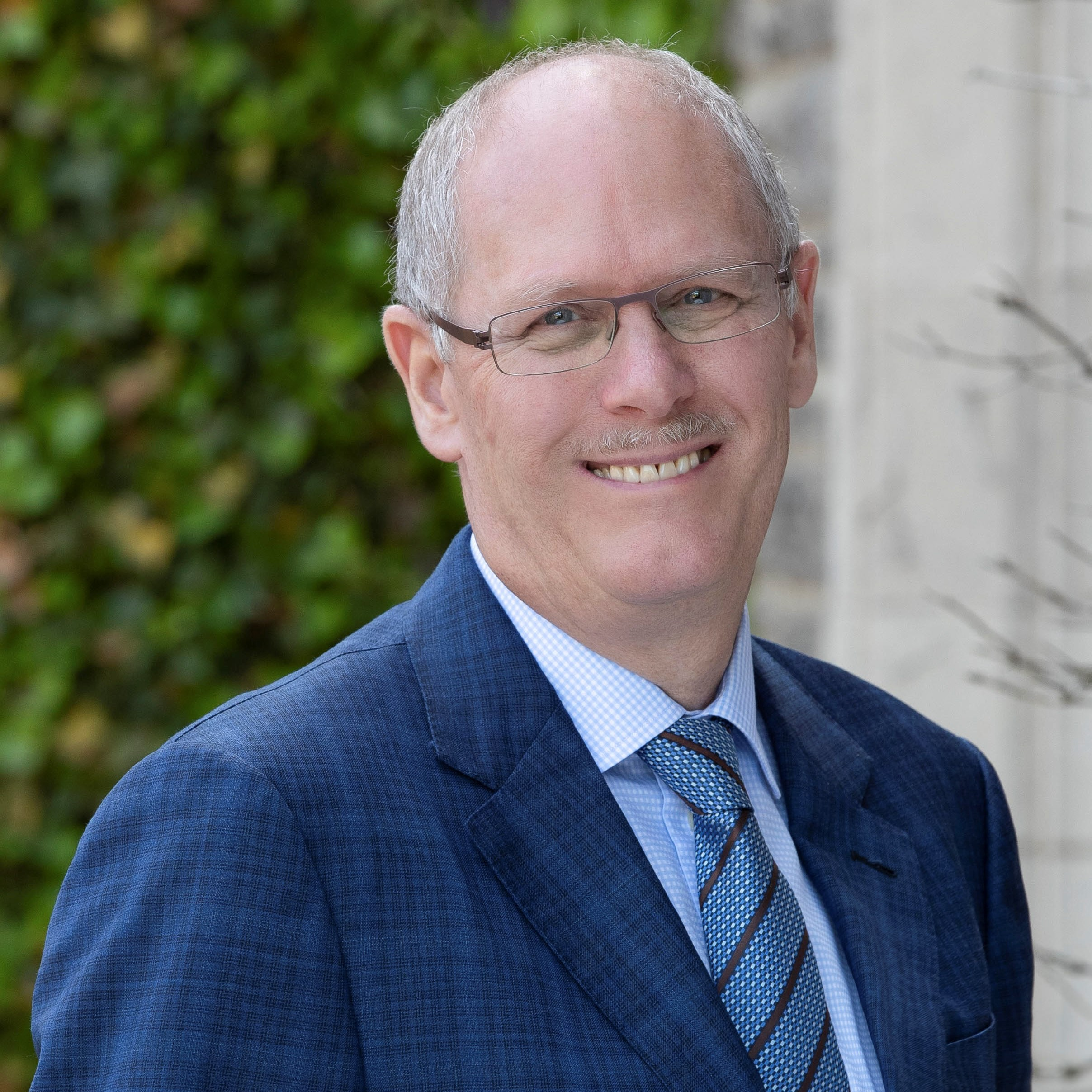 <hr></hr>Dr. David Farrar